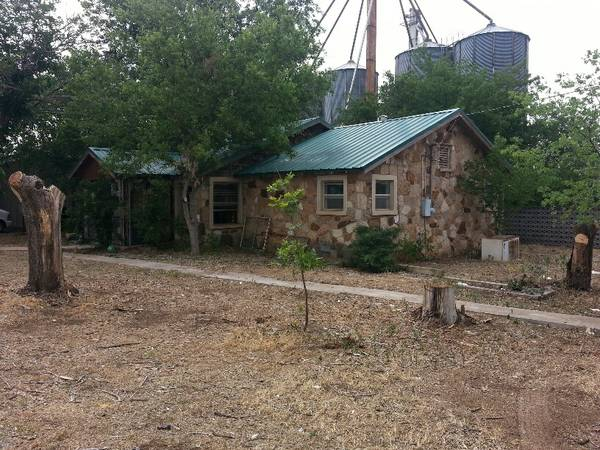 - $65000 3br - 2100ftsup2 - HOUSE FOR SALE-COULD BE FAMILY HOME OR HUNTING LODGING (Throckmorton TX)