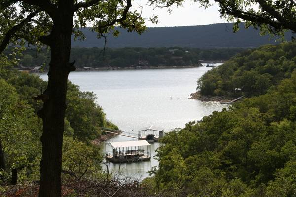 $299000 3br - 1600ftsup2 - PART TRADE 3 CABINS LAKEFRONT (PALO PINTO LAKE)