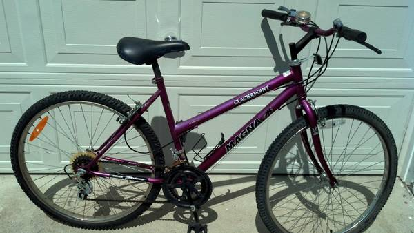 Womens ladies Magna Glacier Point mountain bike - $25 (Cove)
