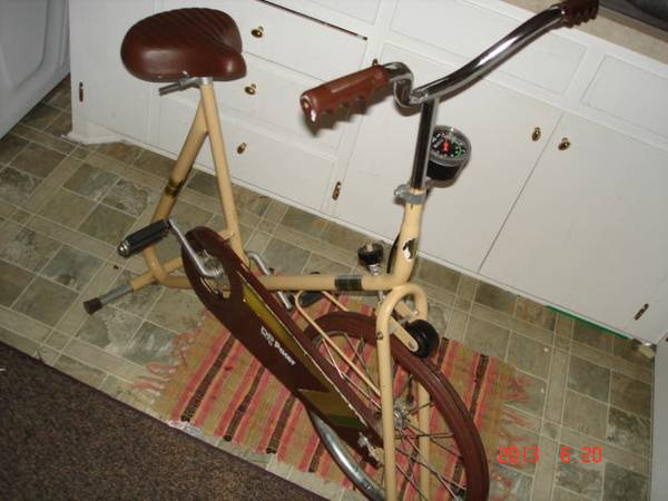 Vintage Brown DP Pacer Exercise Bike with Adjustable Wide Seat - $15 (Abilene tx)