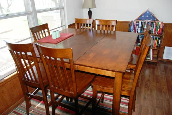 Oak Express Dining Room Table with 8 Chairs - $500 (Paducah, TX)