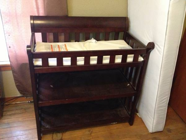 Delta 4 in 1 crib and changing table - $200 (Sweetwater, will deliver)