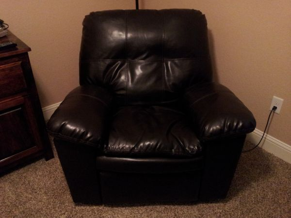 Sofa, Loveseat, recliner and dining table with chairs (Abilene)
