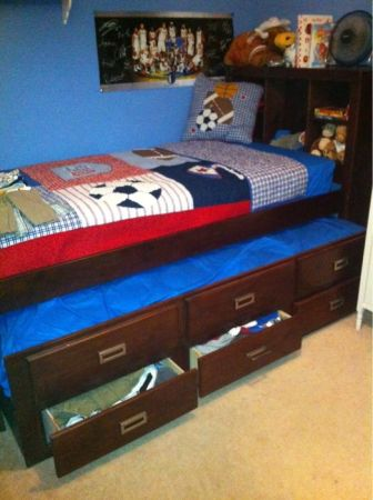 Oak Express Cus Twin captian Bed w Super Sleep Trundle - $500 (Tuscola)
