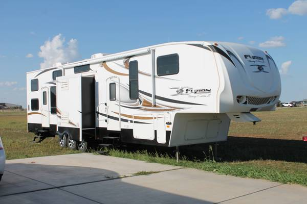 2010 Keystone Fuzion Touring Edition II W Blizzard Package - $69000 (Amarillo TX)