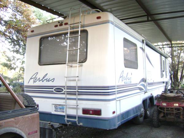 Excellent  Freedom Deluxe  12500  Abilene TX  Fiberglass RV39s For Sale