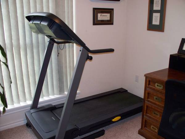 Golds Gym 450 Treadmill - $250 (Abilene)