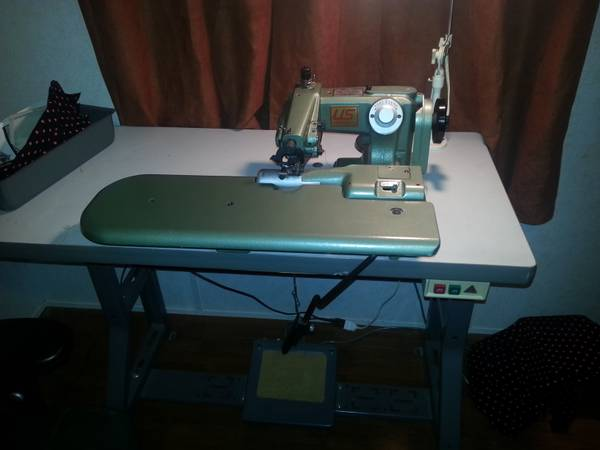industrial blind stitch sewing machine - $10 (may tx)