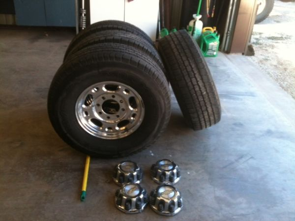8 lug aluminum chevy wheels  tires - $400 (Abilene)