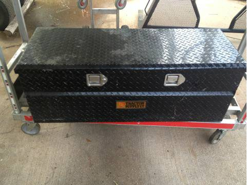 Black diamond plate truck tool box - $50 (Abilene Texas )