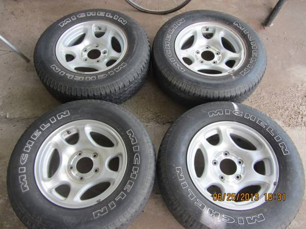 1999 Ford F150  Expedition OEM Rims with Tires - $185 (Abilene, TX 79602)
