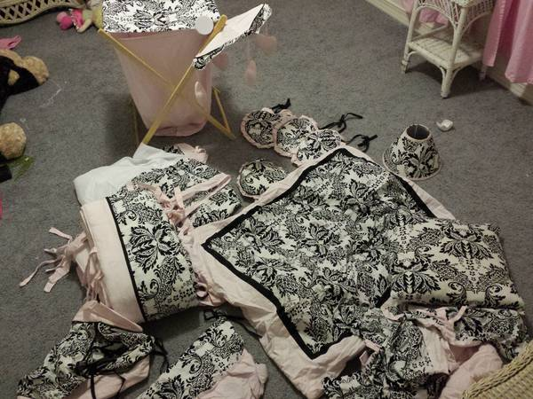 JoJo Designs damask designer crib bedding set (Abilene)