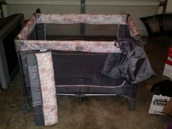 Pack n Play for baby girl - $20 (Potosi)