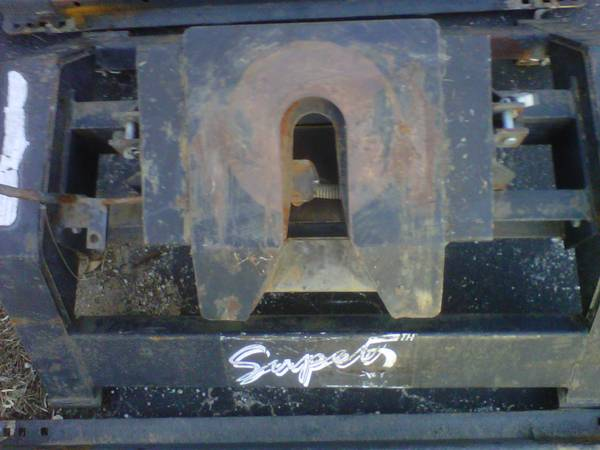 Fifth wheel hitch with rails trade for bale buggy - $350 (Abilene TX)