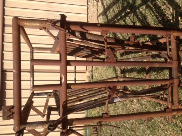 Priefert Headgate - $300 (Oplin, Texas)