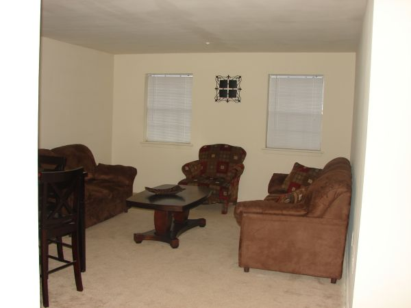 $720 2br - 1000ftsup2 - Forget the superbowl and enjoy this Super deal Utilities Paid (Savoy Plaza Apartments)