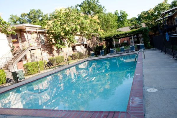 $695 2br - 950ftsup2 - VARN VILLA IS PRELEASING 1 2br APARTMENTS FOR SUMMERFALL (BRIGHTSIDE LSU)