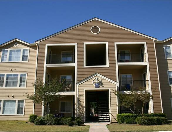 - $300  1200ftsup2 - 1BR in a 4BR2BA(LSU location) (4600 Burbank Drive)