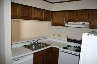 - $550  946ftsup2 - Roommate wanted 2BDR1BA (R of S. gates of LSU on W. Parker Blvd.)