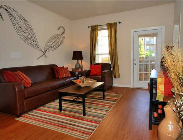 - $494 1279ftsup2 - 4bed2bath on LSU bus route Upgraded amenities, individual leasing (Burbank Drive)