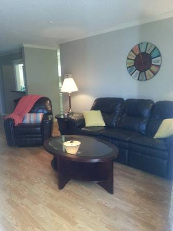 x0024 475   2br - 1000ft sup2  - Female roommate wanted for condo  3101 Highland Rd