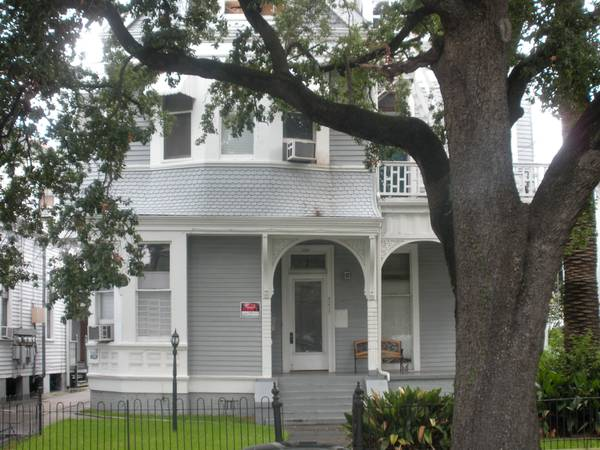 - $3500 2br - 1300ftsup2 - Fully Furnished Vacation Rental on St. Charles (Luxury) (4217 St. Charles (Uptown))