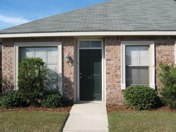 - $139000 2br - 1231ftsup2 - FAIRWOOD VILLAGE CONDO (Baton Rouge)