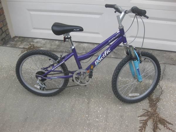 Pacific Girls Exploit 20 6-Speed Mountain Bicycle - $40 (Central)