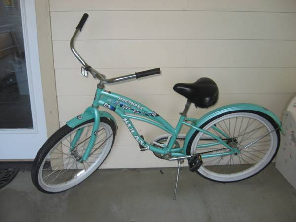 Small Ladies Old Fashioned Bicycle, 24 Wheels -- $65 (Prairieville, LA)