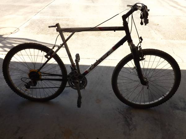 GT Saddleback Mountain Bike - x002435 (Jones Creek Rd)