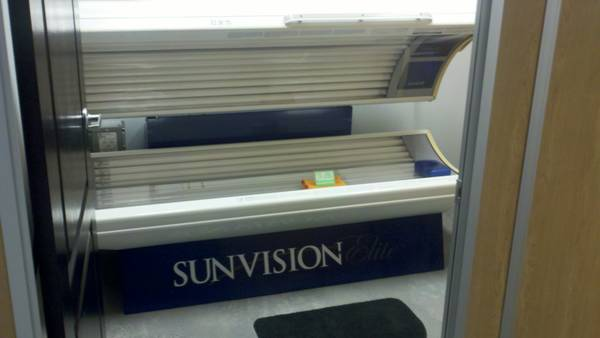 Sunvision 323F Commercial Tanning Bed - $1200 (prairieville)