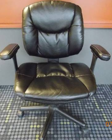 Leather Office Chair - $60 (Mandeville)
