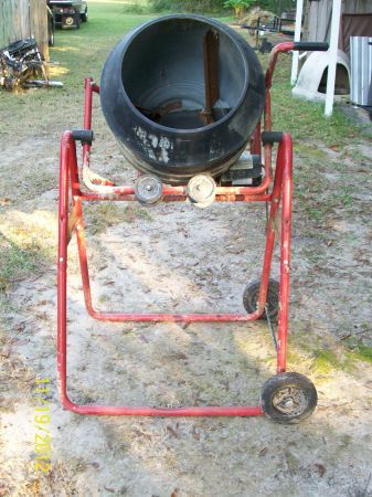 Concrete Mixer Red Lion - $250 ((Hammond La))