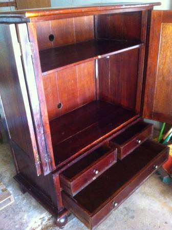 Christian Street Furniture armoire  - x0024300 (Baton Rouge)