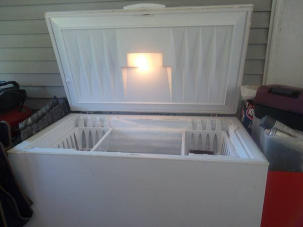 deep freezer 14 cb ft. - $250 (zachary)