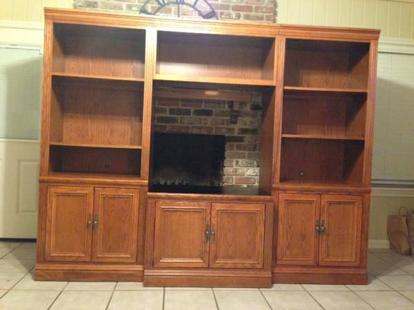 Nice broyhill entertainment center - $250 (Baton Rouge)