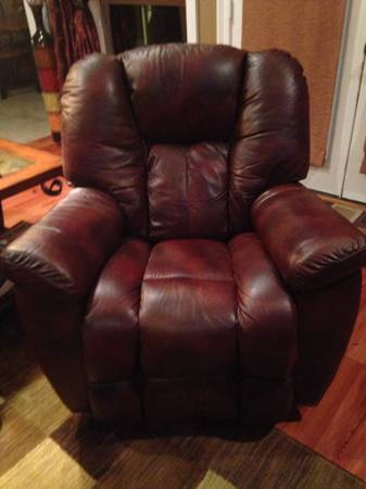 Lazy Boy Recliners Set of 2 - $1000 (Greenwell Springs)
