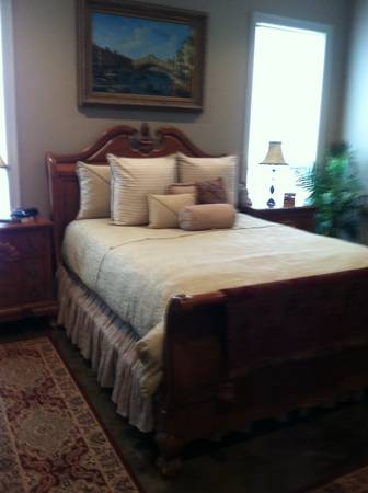 Beautiful Queen Size Bedroom Set - $1300 (Port Allen, LA)