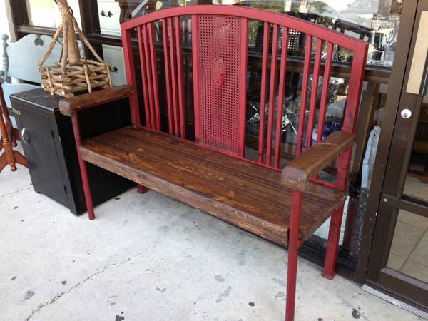 Farm table with two benches MUST SELL - $300 (Baton Rouge )