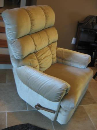 La-Z-Boy Rocker Recliner, Great Condition - $75 (Prairieville, LA)