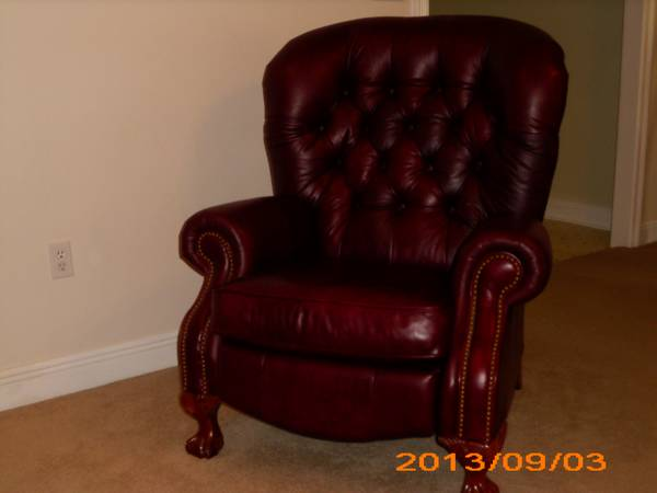 2 La-Z-Boy Leather Recliners - $700 (Denham Springs)