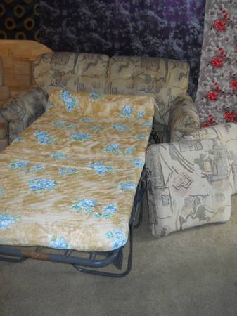 Love Seat w fold-out bed - $40 (Kingston Point Apts)