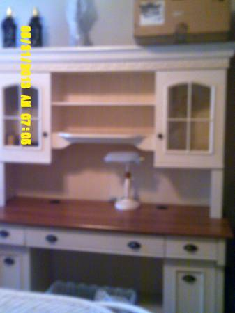 DESK WITH HUTCH EXCELLENT CONDITION - $425 (HAMMOND)