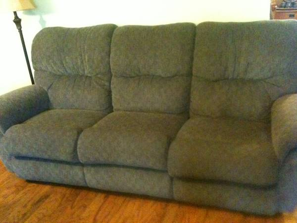 Dual Reclining La-z-boy sofa - $150 (Central)