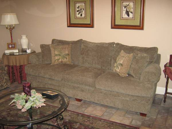 LA-Z-BOY SOFA COMPLEMENTING CHAIR - $700 (PLAQUEMINE, LA.)