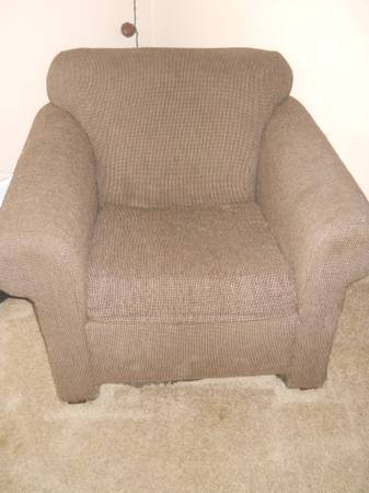 Large Comfy Brown Chair - $20 (Kingston Point Apts)