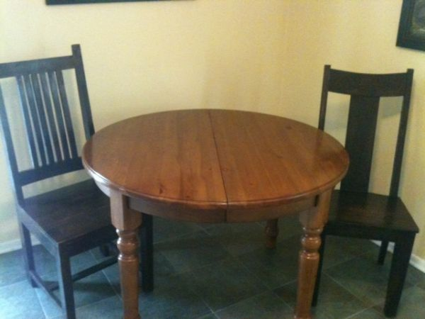 Crate Barrel table with Christian Street Chairs - $200 (Baton Rouge, La)