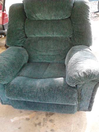 LA-Z-BOY RECLINER - $75 (Denham Springs)