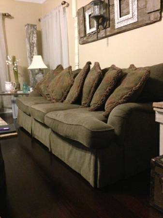 REDUCED Nice BERNHARDT COUCH - $425 (Baton Rouge)