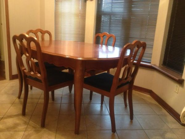 dining table and chairs set - $135 (Denham Springs, LA)